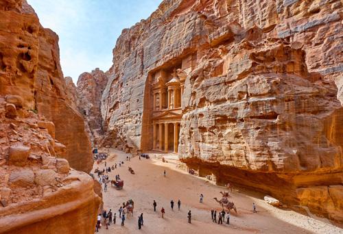 shutterstock_506206813_Jordanien_Petra_Al_Khazneh_Tempel_Mausoleum_500.jpg