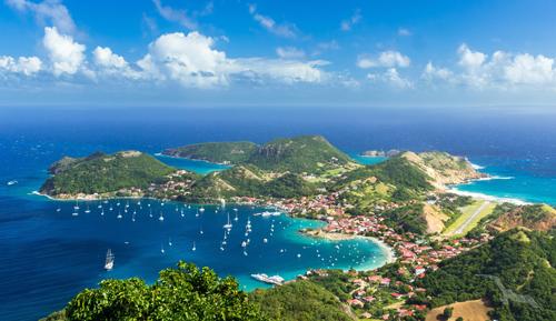 shutterstock_544456366_Guadeloupe_Les_Saintes_Island_Town_Landschaft_Luftansicht_500.jpg